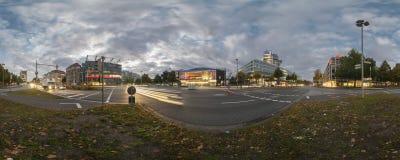 Plaza de Aegi en Hannover. Panorama de 360 grados. Fotografía de archivo libre de regalías
