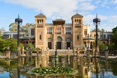 Plaza de Amerika i den soliga morgonen, Parque de Maria Luisa, Seville, Andalusia, Spanien arkivbilder