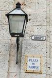 Plaza de Armas σημάδι και φανάρι οδών στην Αβάνα Στοκ φωτογραφία με δικαίωμα ελεύθερης χρήσης