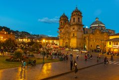 Plaza de Armas Cusco κατά τη διάρκεια της μπλε ώρας, Περού στοκ εικόνα με δικαίωμα ελεύθερης χρήσης