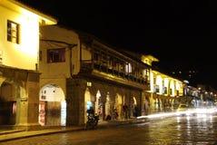 Plaza de Armas la nuit Belle vue de la ville de Cuzco photos stock