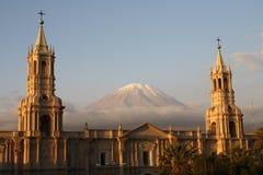 Plaza de Armas mit Vulkan EL-Misti, Arequipa Stockbild