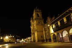Plaza de Armas på natten Härlig sikt av staden av Cuzco royaltyfria bilder