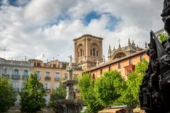 Plaza de Bib-Rambla και καθεδρικός ναός GranadaΣτοκ εικόνες με δικαίωμα ελεύθερης χρήσης