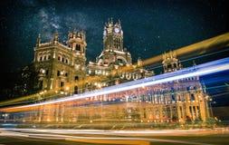 Plaza DE Cibeles in Madrid bij nacht stock fotografie