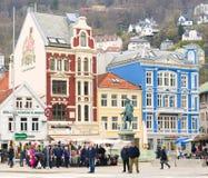 Plaza de compra colorida, Bergen Norway Fotografia de Stock