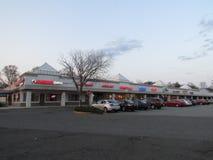 Plaza de compra em Rt 18 em NJ EUA Imagens de Stock