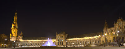 Plaza de Espana Σεβίλλη στη νύχτα Στοκ εικόνες με δικαίωμα ελεύθερης χρήσης