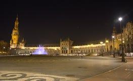 Plaza de Espana στη Σεβίλη τη νύχτα, με τα φω'τα των λαμπτήρων οδών Στοκ εικόνα με δικαίωμα ελεύθερης χρήσης