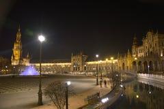 Plaza de Espana en Séville la nuit, avec les lumières des réverbères Images libres de droits