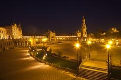 Plaza de Espana i Sevilla på natten, Spanien Arkivbilder