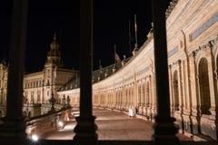Plaza De Espana På natt, Seville Spanien fotografering för bildbyråer