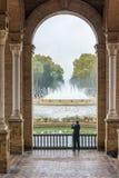 Plaza De Espana, Sevilha, turista que toma uma foto imagens de stock