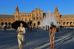 Plaza de Espana Sevilla, Andalucía, España, Europa. Tourists and travelers walking in the afternoon in the sun Royalty Free Stock Images