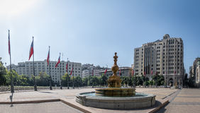 Plaza de la Constituicion Konstitution fyrkant - Santiago, Chile Arkivfoton
