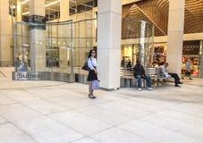 Plaza de la entrada del subterráneo de NYC Imágenes de archivo libres de regalías