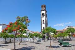 Plaza de la iglesia à Santa Cruz Photographie stock