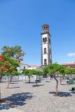 Plaza de la iglesia i Santa Cruz Royaltyfri Fotografi