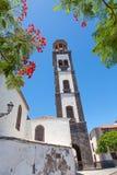 Plaza de la iglesia i Santa Cruz Arkivbild