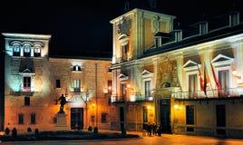 Plaza de la Villa av Natt, Madrid arkivfoton
