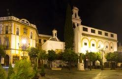 Plaza DE La Virgen DE los Reyes in nacht Sevilla stock foto's