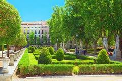 Plaza de Oriente,地标,有正式加尔德角的19世纪广场 免版税库存照片