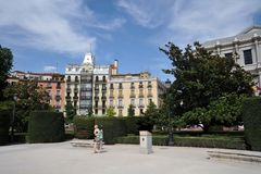 Plaza de Oriente Central καλλιεργεί με το μνημείο στο Philip IV που βρίσκεται μεταξύ της Royal Palace και του βασιλικού θεάτρου σ Στοκ Εικόνες