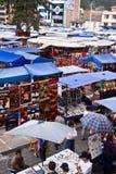 Plaza de Pochos, δημοφιλής αγορά Otavalo, Ισημερινός Στοκ Φωτογραφίες