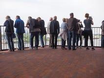 Plaza de salle de concert d'Elbphilharmonie à Hambourg Images stock