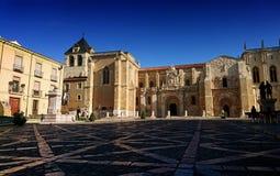 Plaza de San Isidoro, León, España, una mañana del verano imágenes de archivo libres de regalías