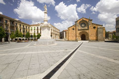 Plaza de Santa Τερέζα ή τετράγωνο Santa Τερέζα στο παλαιό καστιλιανικό ισπανικό χωριό Avila Ισπανία Στοκ φωτογραφία με δικαίωμα ελεύθερης χρήσης