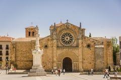 Plaza de Santa Τερέζα de Ιησούς ANN η εκκλησία του SAN Pedro Apostol Avila, Ισπανία Στοκ εικόνες με δικαίωμα ελεύθερης χρήσης