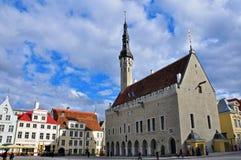 Plaza de Tallinn adentro céntrica Fotos de archivo libres de regalías
