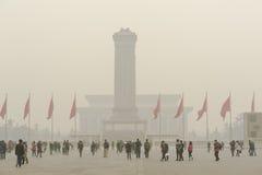 Plaza de Tiananmen envuelta por la niebla pesada y la ha foto de archivo libre de regalías
