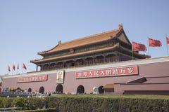 Plaza de Tiananmen, puerta de la paz divina con el retrato de Mao, Pekín, China. Fotografía de archivo