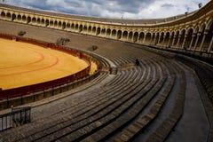 Plaza de toros anaranjada Plaza de Toros en Sevilla fotografía de archivo