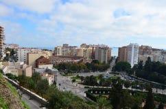 Plaza de Toros de La Malagueta和城市使从登上Gibralfaro的看法环境美化在MÃ ¡ laga,西班牙 免版税库存照片