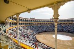 Plaza de Toros de Las Ventas εσωτερική άποψη με το gatheri τουριστών Στοκ Φωτογραφίες