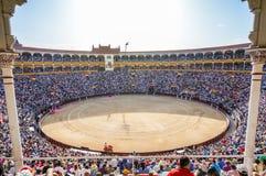 Plaza de Toros de Las Ventas inre sikt med turistgatheri Arkivfoto