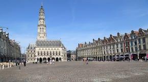 Plaza del Arras con el ayuntamiento en Francia Imágenes de archivo libres de regalías