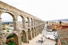 Plaza del Azoguejo och den forntida romerska akvedukten i Segovia, Sp Royaltyfri Foto