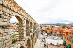 Plaza del Azoguejo och den forntida romerska akvedukten i Segovia, Sp Arkivbilder