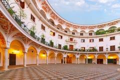 Plaza Del Cabildo morgens, Sevilla, Spanien lizenzfreie stockfotos