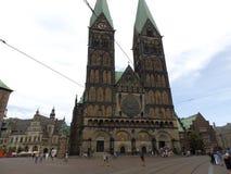 Plaza del mercado con la iglesia histórica vieja de la catedral en Alemania Foto de archivo