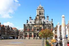 Plaza del mercado y Cityhall, cerámica de Delft, Holanda Fotografía de archivo