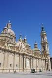 Plaza del Pilar fyrkant i Zaragoza som är främst av Basilika de Nuestra Senora del Pilar arkivbilder
