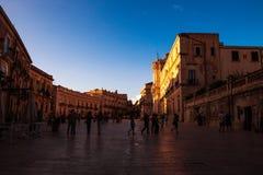 Plaza della chiesa del duomo in Ortigia, Sicilia fotografia stock