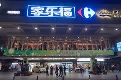Plaza di acquisto alla notte Immagine Stock