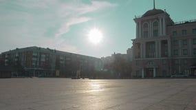 Plaza el sol refleja del pavimento foto de archivo