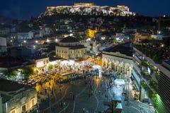 Plaza en la noche, Atenas Grecia de Monastiraki fotografía de archivo